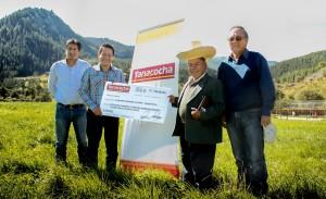 Entrega de cheque a comunidad (Yanacocha)