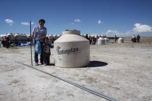 Entregan tanques de agua (Antapaccay)