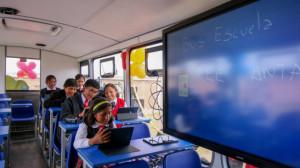 Escolares de Espinar en el Bus Escuela Móvil (Antapaccay).